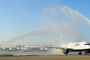 """Pittsburgh Celebrates """"Summer of Blue"""" for JetBlue's 10th Anniversary at PIT"""