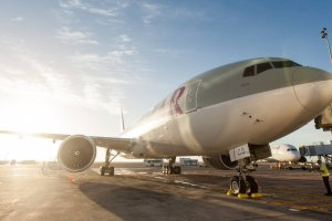 "Qatar Airways slams diplomatic situation and declares itself ""aviation powerhouse"" with impressive results"