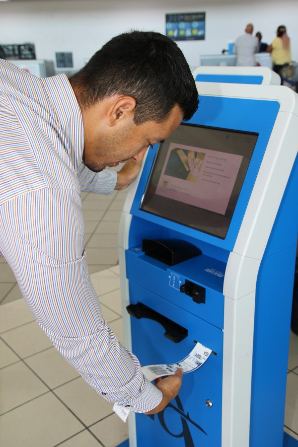 American Airlines Self-Tagging Kiosks at AUA