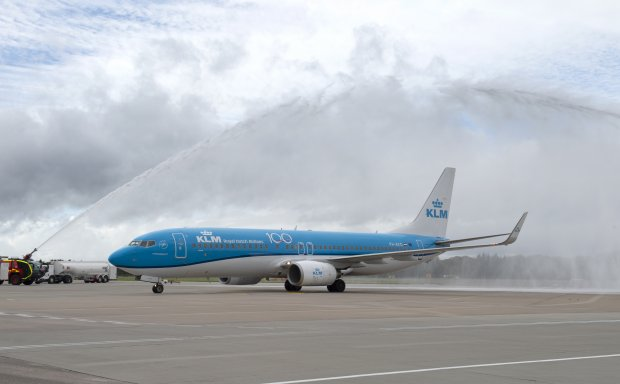 Edinburgh Airport marks KLM centenary with water cannon welcome