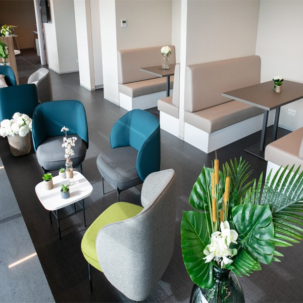Brussels South Charleroi Airport is offering even more services to travellers:  Opening of the new lounge and terrace