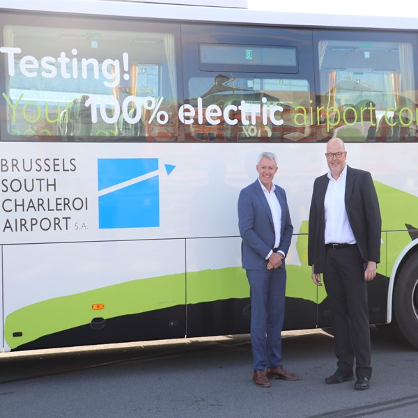 Link between Brussels-Midi station and Brussels South Charleroi Airport: flibco.com and Voyages Léonard trial a 100% electric coach