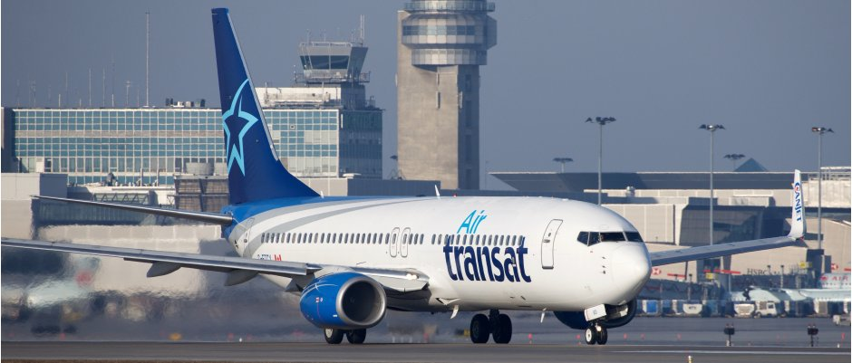 Air Transat 737-800 cropped