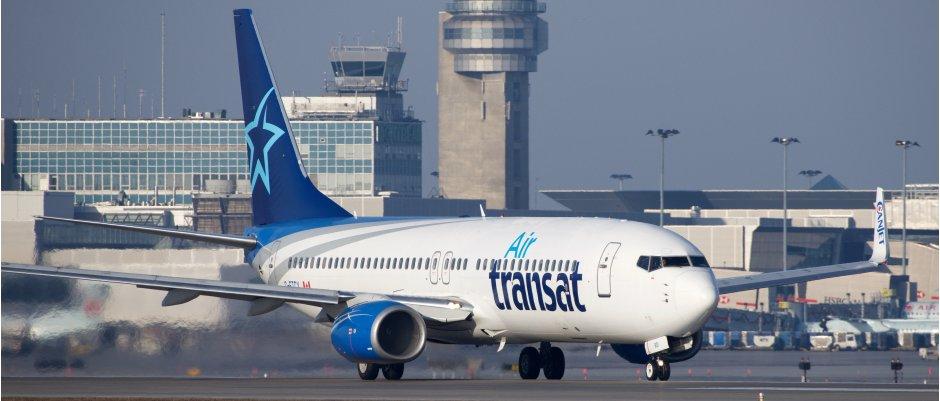 Air Transat 737-800 cropped