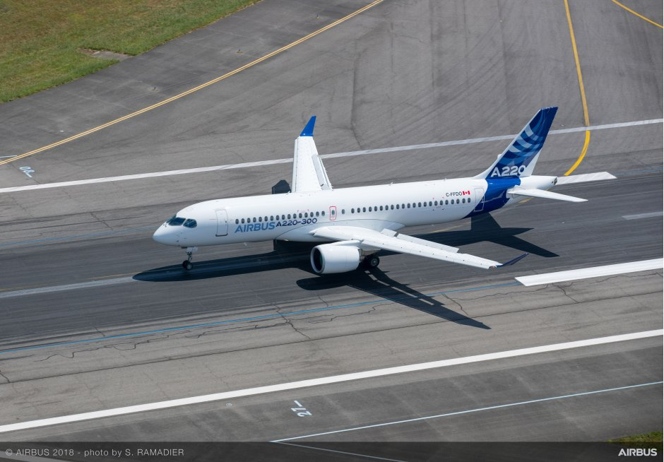 Airbus-A220-300-new-member-of-the-airbus-single-aisle-family-landing-019 (1).jpg