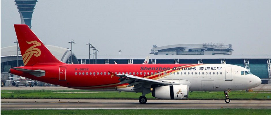 B-6692_-_Shenzhen_Airlines_-_Airbus_A320-232_-_CAN_(8868400230).jpg