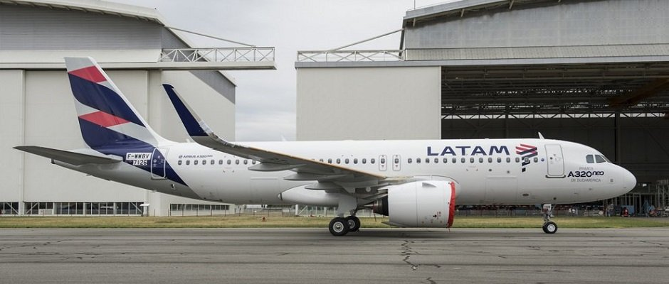 A320neo_MSN7126_LATAM_roll_out-007.jpg