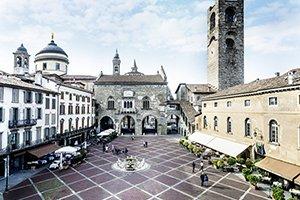 017 - Bergamo_Piazza Vecchia 300x200